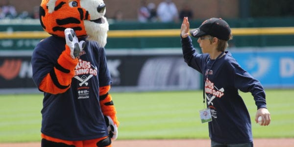 Kid high-fiving the Tigers mascot